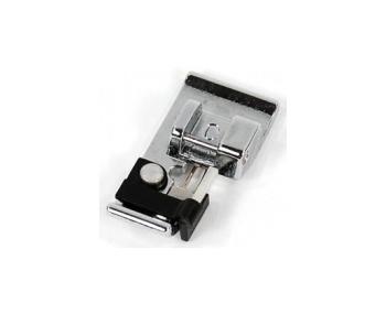 Лапка Janome оверлочная для горизонтального челнока Janome артикул J822-801-001 Overlock foot фото