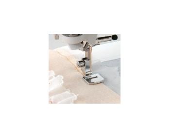 Лапка Janome для сборки легких тканей артикул J941-460-000 Gathering foot фото